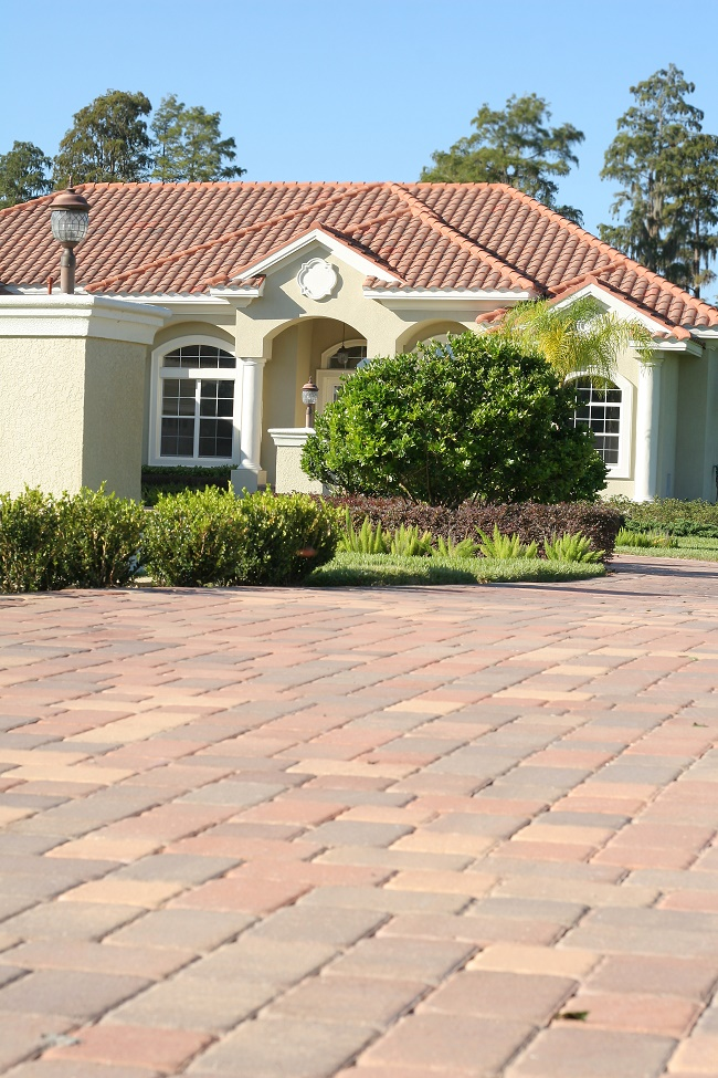 Different types of paving stone materials that are used by for Different types of stone for houses